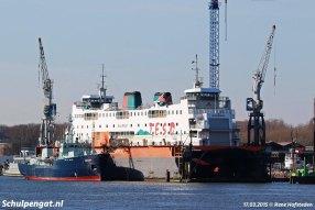 Voor onderhoud ging de veerboot Schulpengat naar de Oranjewerf in Amsterdam. Hier zien we het schip in het droogdok in 2015.