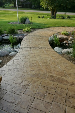Walkway in Ashlar cut stone with cut stone brick bands