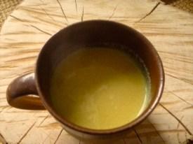 Goldene Milch mit Pfeffer