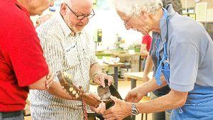 Ein altes selbst gebasteltes Instrument ist im Reparatur-Café ebenso willkommen wie eine kaputte Nähmaschine. Archiv-Foto: Schmidt Foto: Schwarzwälder-Bote