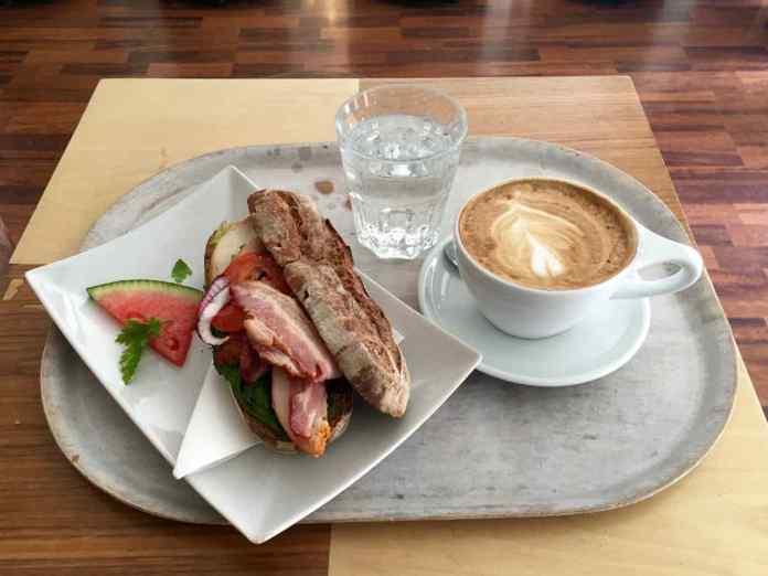 Da kommt Freude auf im Bara Vara Coffeeshop. (Foto: Andrea Ullius)