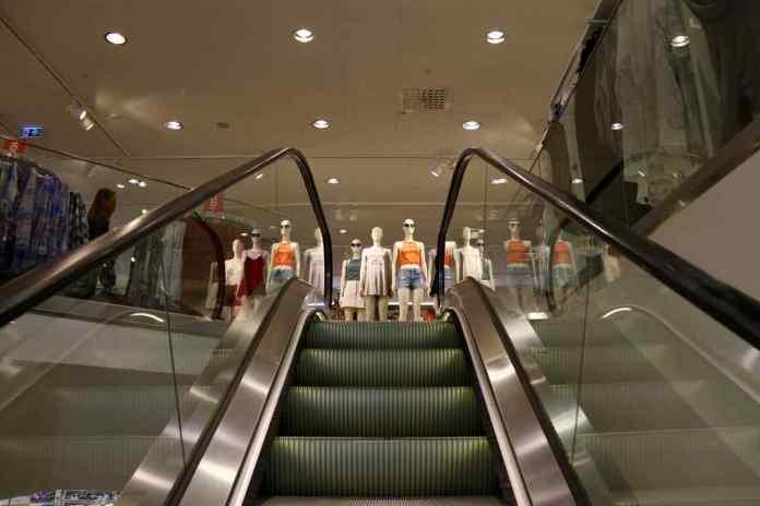 Alle wünschbaren Angebote findet man in Örebro. Selbstverständlich auch einen H&M. (Foto: Andrea Ullius)
