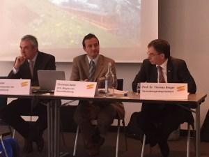 Urs Kessler (CEO), Christoph Seiler (CFO) und Prof. Bieger (VRP) an der Medienkonferenz. Bild: schweizeraktien.net