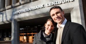 Der Eingang zum Stammhaus in Lenzburg wurde modernisiert. Quelle: Hypothekarbank Lenzburg AG