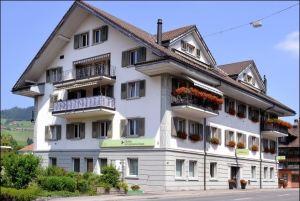 Der Hauptsitz der Clientis EB Entlebucher Bank in Schüpfheim. Bild: zvg