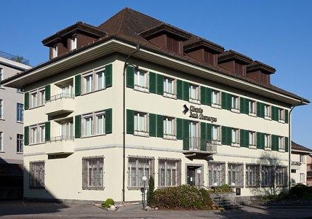 Das Filialgeschäft (hier ein Archivbild des Hauptsitzes in Huttwil) bleibt für die CBA wichtig. Bild: www.picswiss.ch
