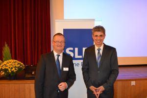 Die SLR lädt Experten nach Riggisberg (im Bild der Bankdirektor Daniel Müller mit dem Immobilienexperten Donato Sconamiglio) zum Gespräch. Quelle: SLR AG