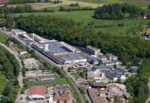 Die Dimensionen der Betriebsgebäude der Varta im deutschen Ellwangen werden auf dem Luftbild erkennbar.