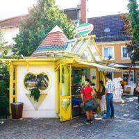"""Eisstand """"Piccolo"""" am Bismarckplatz für das Eis zum Mitnehmen"""