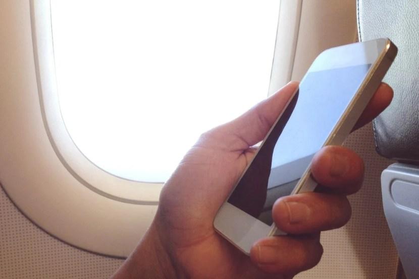 Telefone no avião