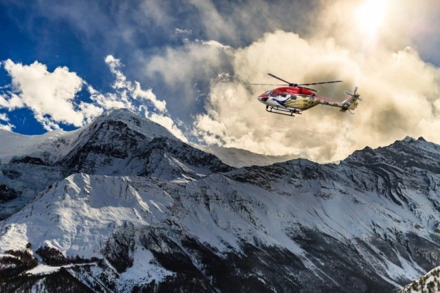 Por que os helicópteros não podem voar em altas altitudes?