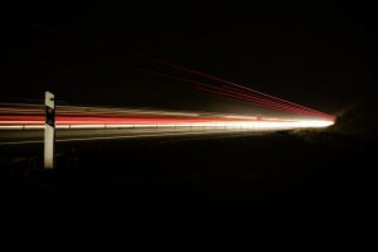Trem da velocidade da luz (Fonte da imagem: pexels.com)