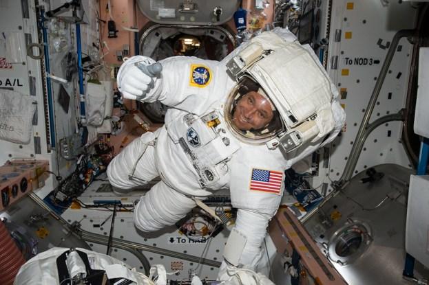 Astronauta dentro da ISS