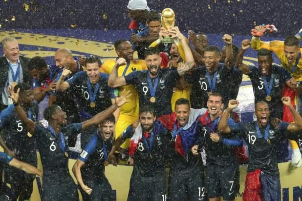 França comemora depois de vencer a Copa do Mundo da FIFA 2018 na Rússia (A.RICARDO) s