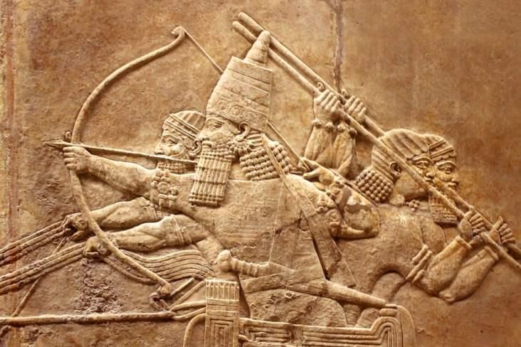 Relevo assírio no muro (Viacheslav Lopatin) s