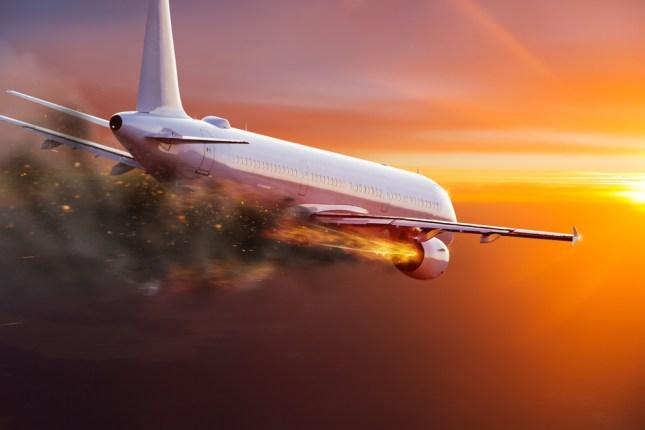 Avião comercial com motor em chamas (Lukas Gojda) s