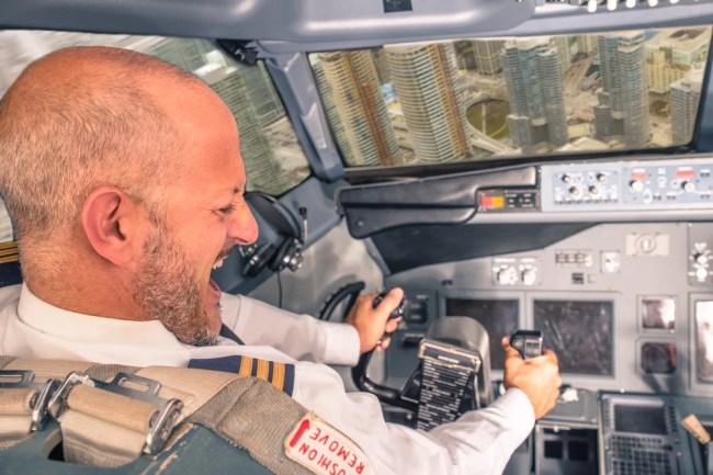 acidente de avião, piloto perdendo o controle (oneinchpunch) s