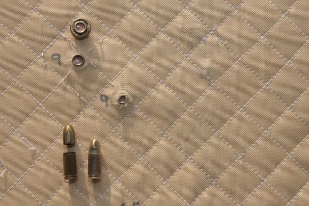 hit shot 9mm no colete à prova de balas de Kevlar (Marsan) s
