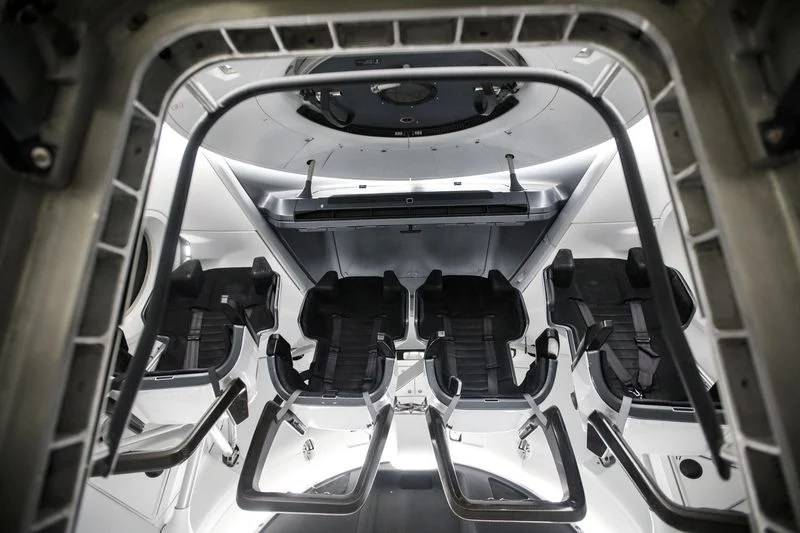 SpaceX Just Let People Inside The Crew Dragon Capsule, And ...