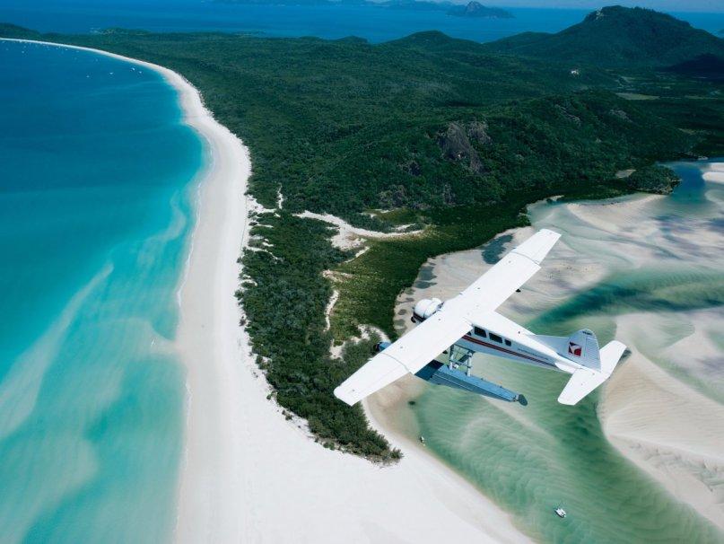 Whitehaven-beach-en-whitsunday-island-australia-hosts-a-cove-where-the-tide-shifts-the-sand-and-waters-together-crear-una-impresionante-combinación-blanco-arenas- Turquesa-aguas-parecen-para-mezclarse-sin problemas-para-hacer-para-una-maravillosa-vista