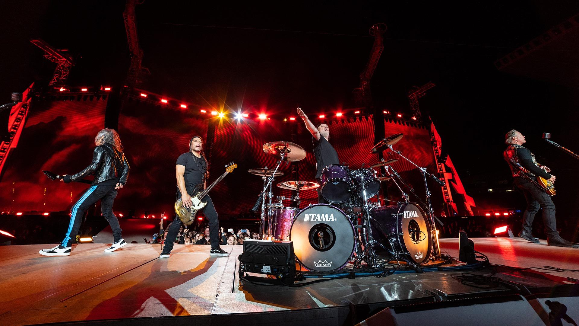 Unos Metallica En Plena Forma Encienden Un Estadi Olímpic