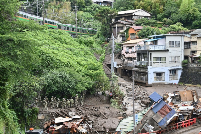 Soldiers take part in landslide search operations in Atami, Japan, on July 5, 2021 (AFP / Archive - CHARLY TRIBALLEAU)