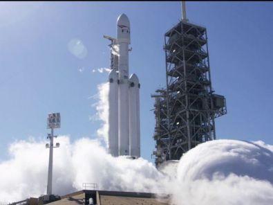 Falcon Heavy sur le pas de tir