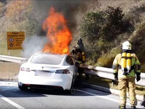 Une Tesla en feu en Allemagne