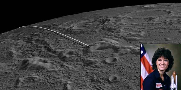 Zo sloegen de sondes op de maan in. Inzet: Sally Ride. Foto: NASA / JPL-Caltech / GSFC / ASU   /Sally Ride Science.