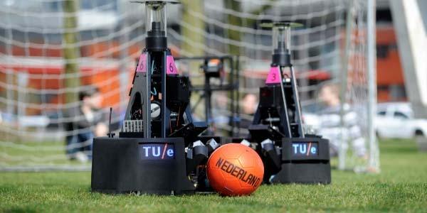 De Eindhovense voetbalrobots. Foto: Tech United.