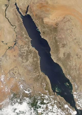 De Rode Zee bevindt zich tussen Afrika en Azië. Afbeelding: NASA.