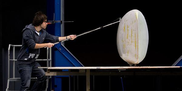 Op deze foto is goed te zien hoe enorm slank de nieuwe ligfiets is. Foto: Basfotografie.com.