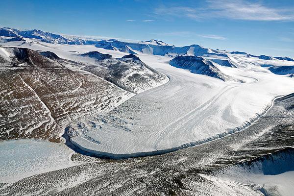 Een prachtige gletsjer in de Victoriavallei. Foto: Michael Studinger.