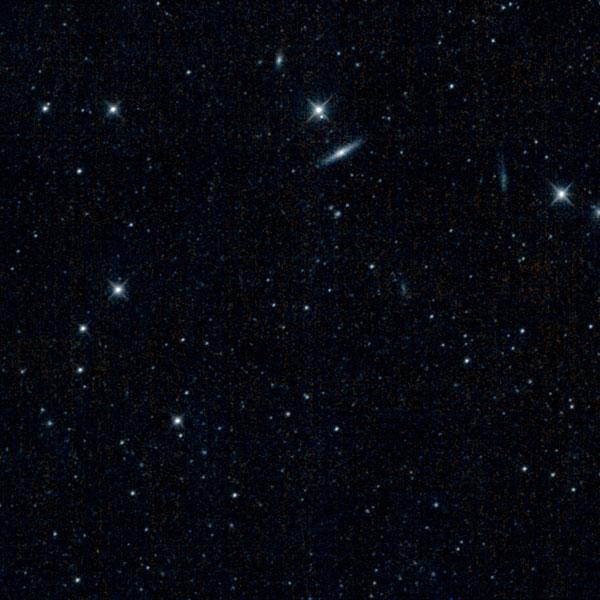 Nog een foto die WISE kort na zijn winterslaap maakte. Hier ziet u een stukje van het sterrenbeeld Jachthonden. Afbeelding:  NASA / JPL-Caltech.