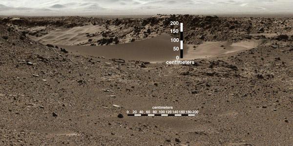 Deze foto maakte Curiosity eerder - op grotere afstand van het duintje - al. Het duintje geeft toegang tot een vallei. Afbeelding: NASA / JPL-Caltech / MSSS.