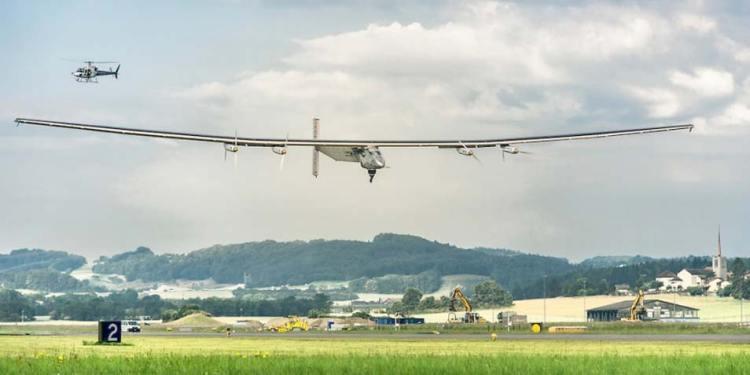 Solar Impulse 2 tijdens de testvlucht. Afbeelding: Rezo.