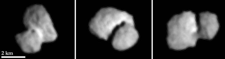 Foto's die Rosetta van de komeet maakte. De afstand tussen de twee bedroeg op het moment dat deze foto's werden gemaakt zo'n 5500 kilometer. Op basis van deze foto's worden modellen van de komeet gemaakt. Je ziet zo'n model helemaal boven- en onderaan dit artikel. Afbeelding: ESA / Rosetta / MPS voor het OSIRIS Team / MPS / UPD / LAM / IAA / SSO / INTA / UPM / DASP / IDA.