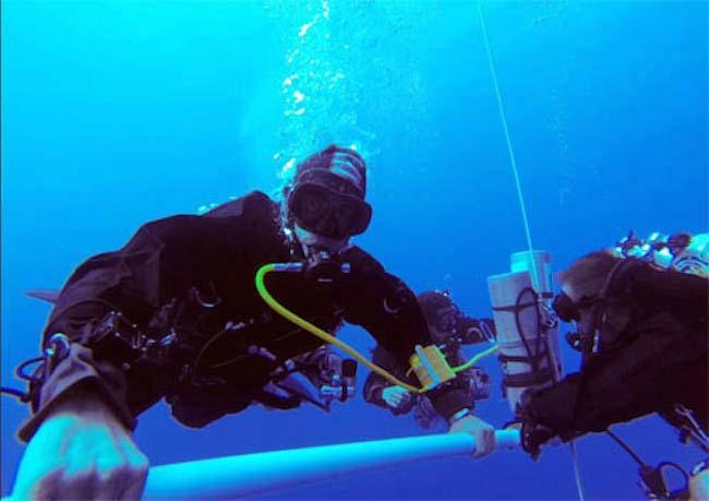 Gabr tijdens zijn duik. Afbeelding: Guinness World Records.
