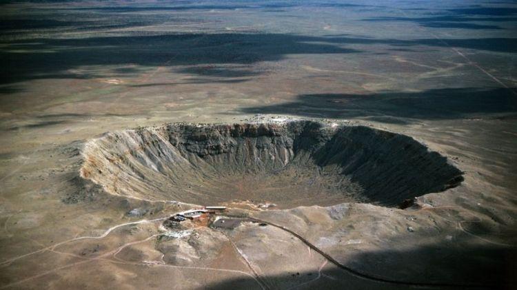 De bekendste krater ter wereld is de Barringerkrater in Arizona (VS). Deze krater is slechts 1300 meter breed en dus geen megakrater.