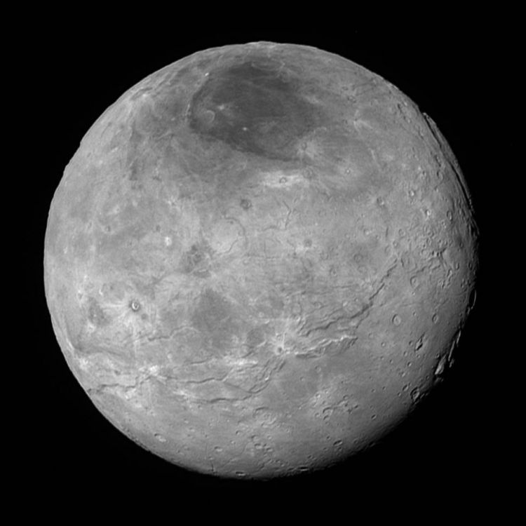 New Horizons maakte niet alleen foto's van Pluto, maar ook van zijn manen. Bijvoorbeeld van Charon (te zien op deze foto). Later vandaag worden ook nog foto's van Nix en Hydra verwacht. Afbeelding: NASA / Johns Hopkins University Applied Physics Laboratory / Southwest Research Institute.