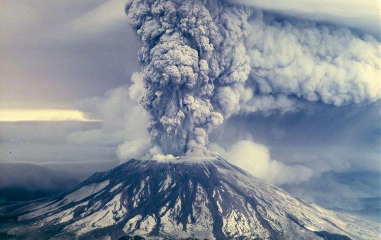 De uitbarsting van de vulkaan in 1980.