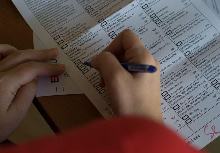 Een stembiljet uit 2008. Afbeelding: Lars Plougmann (via Wikimedia Commons).