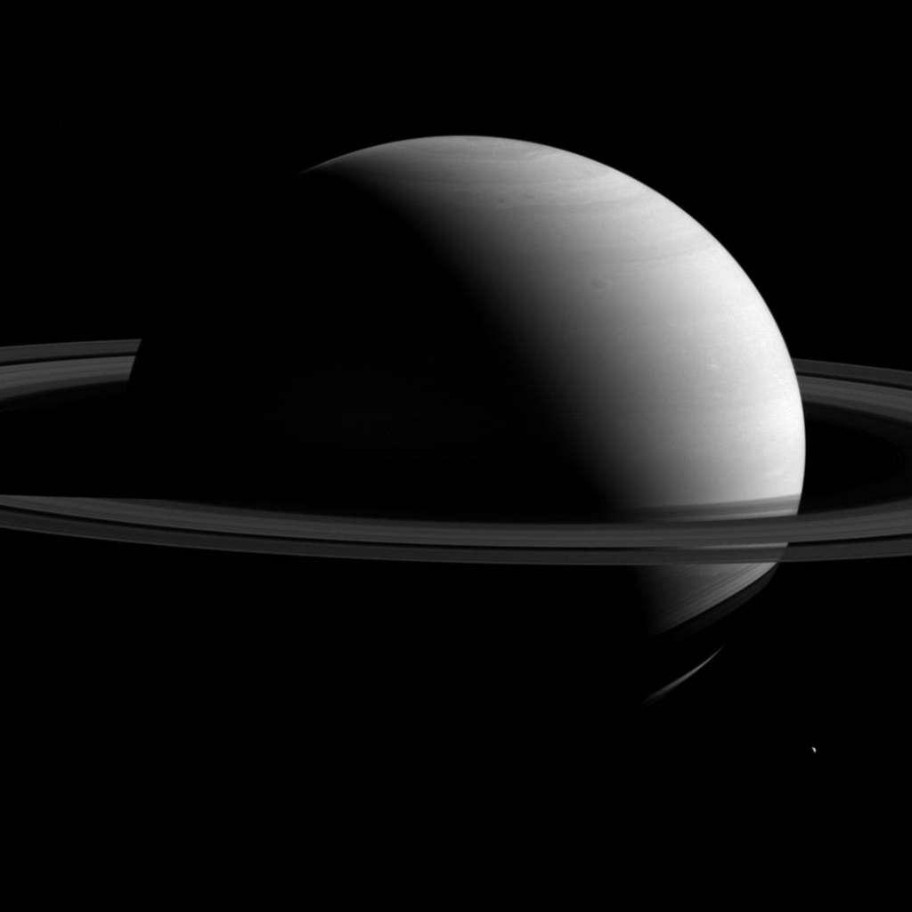 Saturnus is reusachtig mooi op nieuwe foto