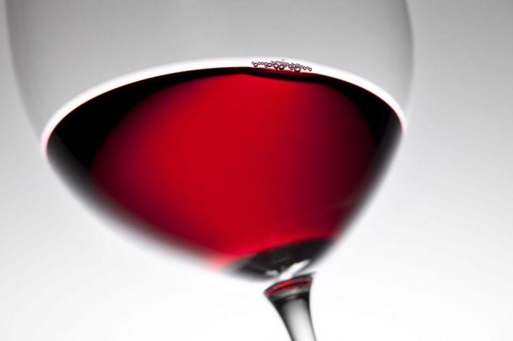 Rode wijn drinken in plaats van sporten? Geen goede oplossing!