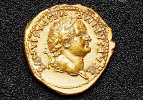 Nog één van de drie gouden munten. Afbeelding: Soprintendenza Pompeii.
