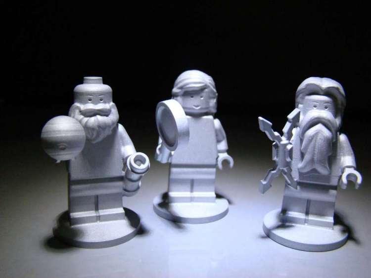 De lego-poppetjes van links naar rechts: Galileo, Juno (de vrouw van Jupiter en heerseres van de hemelen, in de Romeinse mythologie) en Jupiter (oppergod in de Romeinse mythologie). Afbeelding: NASA / JPL-Caltech / LEGO.