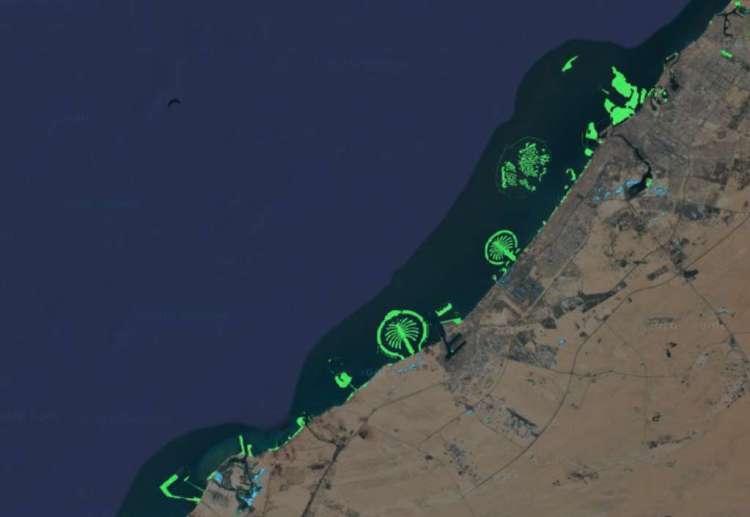 Dubai met de herkenbare palmeilanden.