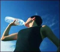 runner-drinking-water
