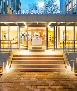 scientology-church-20150223-basel-entrance-47124-flat