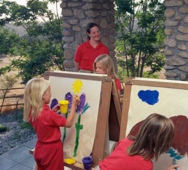 Jenna Miscavige (links) während ihrer Schulzeit in der Castile Canyon Scientology School in San Jacinto, Kalifornien